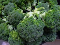 Broccoli contains a lot of antioxidant property, and it is loaded with phytochemicals. This vegetable is rich in Vitamin A and C, minerals and fibers. Containing low saturated fat and high dietary fiber are some of the broccoli health benefits. Supplements For Hypothyroidism, Hypothyroidism Symptoms, Underactive Thyroid, Foods That Cure Cancer, Cancer Fighting Foods, Thyroid Diet, Thyroid Health, Thyroid Disease, Heart Disease