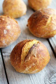 No-Knead Pumpkin Bread Bowls