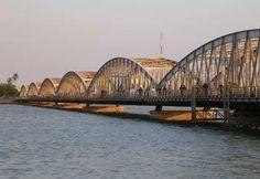 Le pont Faidherbe de Saint-Louis Sénégal un pont flottant