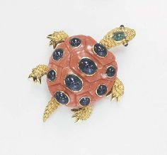 **A CORAL, SAPPHIRE AND EMERALD TURTLE BROOCH, BY SEAMAN SCHEPPS
