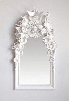 DIY ornate frame: Glue random small items together, spray paint all one color and attach to mirror. Perfect dollar store project, and would look cool in a bright colour for kids using dinosaurs or other small toys. Dollar Store Crafts, Dollar Stores, Thrift Stores, Spiegel Design, Designer Spiegel, Ideias Diy, Crafty Craft, Crafting, Diy Projects To Try