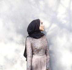 i wish i could be pretty as her even from the side Hijab Evening Dress, Hijab Dress Party, Hijab Outfit, Dress Prom, Dress Skirt, Eid Dresses, Bridal Dresses, Abaya Fashion, Modest Fashion