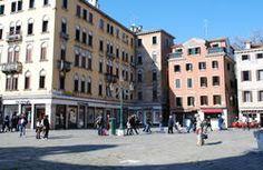 Echa un vistazo a nuestro mapa y las indicaciones a San Geremia Rooms en Venecia. Encuentra San Geremia Rooms en el mapa de la ciudad de Venecia. Esta propiedad está situada en Campo San Geremia 290, Venecia