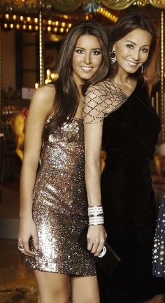 Isabel Preysler with her youngest daughter Ana Boyer. Gala Dresses, Bridal Dresses, Evening Dresses, Formal Dresses, Party Fashion, Look Fashion, Fashion Outfits, Lil Black Dress, Party Mode