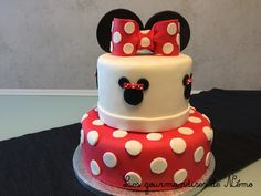 gateau en pate a sucre minnie Decors Pate A Sucre, First Birthdays, Birthday Cake, Sweets, Simple, Desserts, Kendall, Bb, Cakes