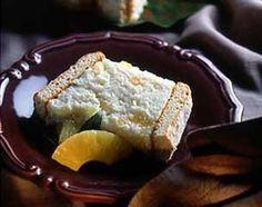 Recette Charlotte minceur fromage blanc /ananas 20 biscuits à la cuiller 500 g de fromage blanc 0% 1 petit ananas ou 1 boîte 4/4 d'ananas 3 blancs d'œufs 4 feuilles de gélatine 40 g de sucre en poudre.