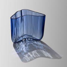 ALVAR AALTO - Glass vase designed/executed 1937, Karhula Glassworks, Finland. [h. 14 cm, w. 18 cm] Glass Design, Design Art, Alvar Aalto, New Pins, Finland, Glass Vase, Home Decor, Decoration Home, Room Decor