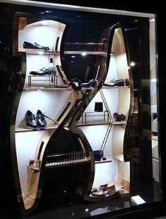 Escaparates Florencia Shoe Store Design, Jewelry Store Design, Clothing Store Interior, Clothing Store Displays, Window Display Design, Shoe Display, Shop Interior Design, Retail Design, Store Layout