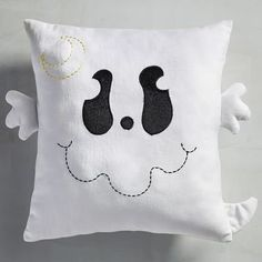 Even adults can count down impatiently to Oct. For grownup Halloween fans, the holiday is a time to embrace the changing of the seasons and childhood Halloween Crafts To Sell, Cheap Halloween Decorations, Halloween Sewing, Halloween Items, Halloween Home Decor, Halloween Projects, Halloween House, Cute Halloween, Adornos Halloween
