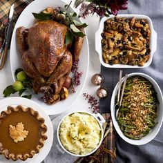 Host the Perfect Thanksgiving Dinner! Traditional Thanksgiving Dinner Menu, Thanksgiving Turkey Dinner, Thanksgiving Recipes, Holiday Dinner, Benefits Of Organic Food, Roasted Turkey, Organic Recipes, Gourmet Recipes, Gourmet Foods