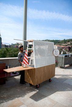 The Guggenheim's New Hot Dog Cart Is the Guggenheim of Hot Dog Carts – VICE Source by renatatrigo… Food Stall Design, Food Cart Design, Food Truck Design, Cafe Design, Coffee Carts, Coffee Shop, Food Trucks, Food Kiosk, Hot Dog Cart