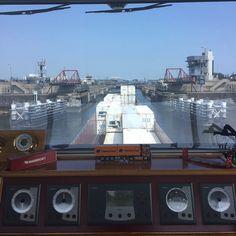 """""""Zo weer een paar visjes opgehaald IJmuiden buiten. #mspetraq #containers #binnenvaart #sluis #IJmuiden"""""""