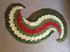 Christmas table runner, spiral by mommomsquilts on Etsy