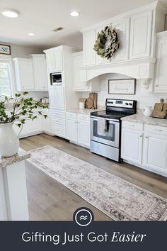 Kitchen Cabinets Decor, Kitchen Redo, Kitchen Layout, Home Decor Kitchen, Home Kitchens, Kitchen Remodel, Condo Remodel, Farmhouse Kitchens, Kitchen Designs