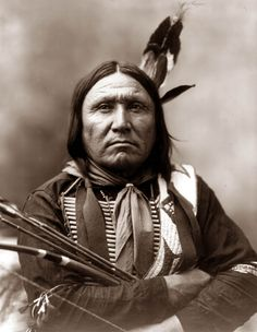 Chief Bear Foot of the Oglala Lakota (one of the seven subtribes of the Lakota people who, along with the Nakota and Dakota, make up the Great Sioux Nation. Native American Pictures, Native American Beauty, Native American Tribes, Native American History, Native Americans, Navajo, Native Indian, Indian Tribes, First Nations