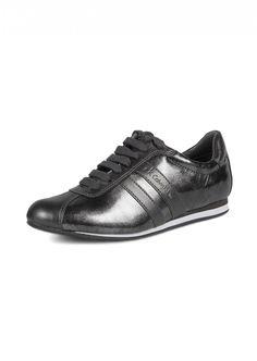 CK Calvin Klein  Woman Loraine Silvery Sport Shoes    204,90 лв.  74,90 лв.    Код на продукта:  N10354-APW    Описание на продукта:  Сребристи спортни обувки от лачена кожа, изработени с:   - детайли от кожа в горната част   - връзки   - бели детайли по подметката.     Състав:  Външна част: синтетик   Вътрешна част: текстил и синтетик   Подметка: синтетик
