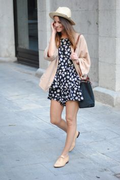 Romper Outfit Ideas Picture classy romper outfit ideas for summer resort wear Romper Outfit Ideas. Here is Romper Outfit Ideas Picture for you. Romper Outfit Ideas rompers outfit ideas cute and easy to wear looks Romper Ou. Oxford Outfit, Stylish Outfits, Cute Outfits, Fashion Outfits, Fashion Trends, Look Oxford, Spring Summer Fashion, Autumn Fashion, Outfit Vestidos