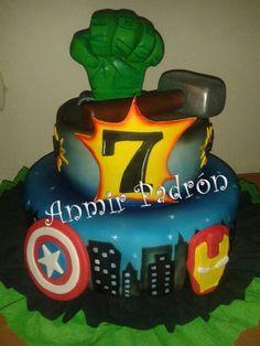 The avengers cake! Superhero Theme Party, Superhero Birthday Cake, Avengers Birthday, Birthday Cakes, Beautiful Cakes, Amazing Cakes, Fondant Cakes, Cupcake Cakes, Cake Pictures