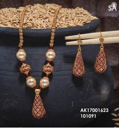 Indian Wedding Jewelry, Indian Jewelry, Bridal Jewelry, Gold Chain Design, Gold Jewellery Design, Resin Jewelry, Beaded Jewelry, Gold Jewelry, Diamond Jewelry