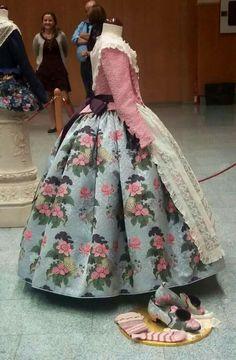 Traje de Falleras (traditional outfit during the Fallas in Valencia)