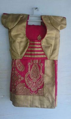blouse designs latest 60 Easy and Simple Blouse Design to try - Wedandbeyond Patch Work Blouse Designs, Simple Blouse Designs, Blouse Back Neck Designs, Stylish Blouse Design, Cotton Saree Blouse Designs, Kurta Neck Design, Designer Blouse Patterns, Sumo, Plain Saree