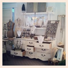 Nice use of the dresser to create varying levels in this jewelry display.