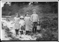 """Three pickers going home from work. Anne Benotte, said 7 years old. Brother Vincent said Vincent picked last year. Inez, sister said 6 years old, """"and picked last year wid me mudder."""" Smallest one not quite large enough to work. Father works in Parker Vintage Pictures, Old Pictures, Old Photos, Antique Photos, Vintage Images, Us History, American History, Lewis Wickes Hine, Fotografia Social"""