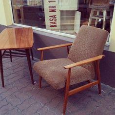 Nice midcentury set Super zestaw : stolik kawowy jamnik i wygodny fotelik  Fotel jest bardzo podobny do typu 300 190 proj. H. Lis ale różnią go od oryginału detale ,podejrzewam że drobne modyfikacje projektu zostały wprowadzone na potrzeby któregoś z produkujących go zakładów #vintage #interiors #furniture #armchair #sessel #fotel #midcenturymodern #60s #lata60te #60er #70er #70s #lata70te