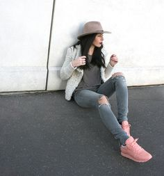 Reebok Cl Leather x Face Stockholm Cute Summer Outfits, Fall Winter Outfits, Simple Outfits, Stylish Outfits, Fashion Outfits, Pink Reebok Shoes, Pink Sneakers, Blush Shoes, Instagram Ladies