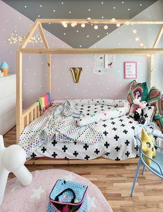 Macio e suave ao toque, permite que as #crianças brinquem em sua superfície, além de dar um toque divertido, acolhedor e moderninho para o quarto dos pequenos! #mimootoysndolls #decoração #decoraçãoinfantil #quartodecriança #quartodemenina #decoraçãomoderninha #abacaxi #decoration #girlsroom #quartodemenina #home #modern #beautiful #montessoriano #paredecinza #candycolors #bedroom #kids #quarto #criança