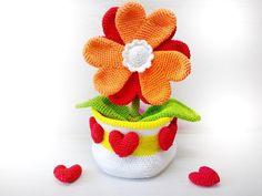 Du magst Herzen, Blumen + häkelst gern? Dann hol Dir jetzt die Topfblume mit den… Amigurumi, Häkelanleitung, Blume, Herz, Muttertag, Valentinstag, Wolle, Geschenk, Deko, Häkeln, Anleitung, Deutsch