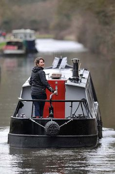 Dominique is a freelance and Spacial Designer who wanted to create the ultimate floating home. Her aim is to tell the world that the canals of the UK can be a happy, fun loving and even designer chic alternative living space. Barge Boat, Canal Barge, Canal Boat, Narrowboat Holidays, Small Houseboats, Living On A Boat, Tiny Living, Tiny Boat, Shanty Boat