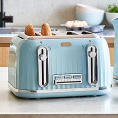 With defrost, reheat and control functions, this 4 slice toaster is just the appliance for your kitchen. The toaster offers variable browning control so you can get your toast just the way you like them. Shabby Chic Kitchen, Kitchen Decor, Kitchen Design, Kitchen Stuff, Small Kitchen Appliances, Home Appliances, Seaside Cottage Decor, Bread Toaster, Kitchens