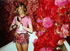 Photo Flash: Hanne Gaby Odiele by Lina Scheynius Juergen Teller, Tissue Paper Flowers, Cloth Flowers, Vogue, Vintage Heart, Flower Show, Diy Party, Decoration, Red And Pink