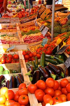 ^Market - one of the BEST parts about summer - farmers' markets and fresh food!