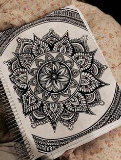 Dibujo a tinta mandala por artbyalyssia en etsy Mandalas Painting, Mandalas Drawing, Zentangle Patterns, Zentangles, Zentangle Drawings, Mandala Pattern, Ink Drawings, Cool Drawings, Mandala Draw
