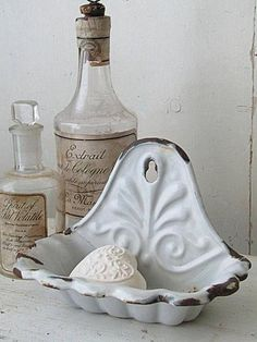 chic kitchen Knowledgeable french country shabby chic home a fantastic read Shabby Chic Zimmer, Shabby Chic Stil, Estilo Shabby Chic, Shabby Chic Kitchen, Shabby Chic Homes, Shabby Vintage, Vintage Enamelware, Chic Bathrooms, Country Bathrooms