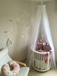 Decoraçao quarto de bebê com berço redondo sleepers