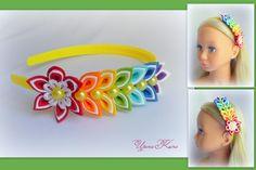 Rainbow flower on the head hoop Diy Lace Ribbon Flowers, Kanzashi Flowers, Flowers In Hair, Diy Headband, Baby Headbands, Rainbow Flowers, Japanese Flowers, Diy Hair Bows, Floral Crown
