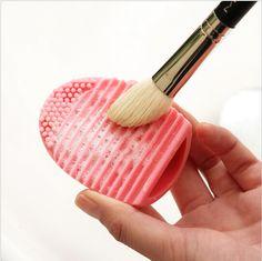 Brushes cleaner