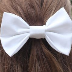 this makes me miss my white bow! i'm going to have to go buy a new one..