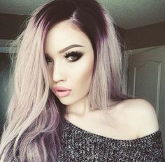 Makeup for pale skin, smokey eye- I don't think I could ever dye my hair like this, but it looks very pretty on her, love the whole look ❤️