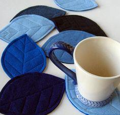 Felt leaf coasters or hot pads ? Sewing Crafts, Sewing Projects, Craft Projects, Felt Diy, Felt Crafts, Tea Coaster, Coffee Coasters, Felt Coasters, Felt Leaves