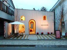 2002年には22歳の若さでNAP建築設計事務所を設立します。