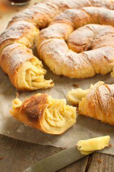 Ensaimada Breakfast Recipes, Dessert Recipes, Good Food, Yummy Food, Sweet Pastries, Churros, International Recipes, Bread Baking, No Bake Cake