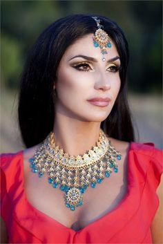 Bride with hair down with full bridal makeup and jewelry Small Necklace, Down Hairstyles, Bridal Makeup, Wedding Pictures, Indian Jewelry, Bride, Diamond, Gifts, Red Color