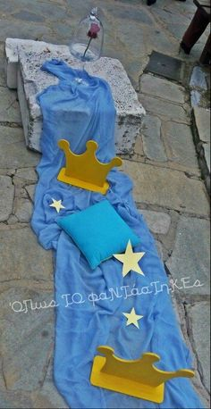 Le petit prince Baptism Decorations, Disney Characters, Fictional Characters, Aurora Sleeping Beauty, Disney Princess, Book, Il Piccolo Principe, Fantasy Characters, Book Illustrations