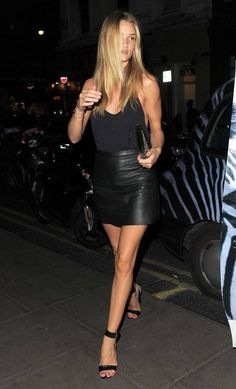 Date Night Inspiration: Rosie Huntington-Whiteley's Leather and Lace Rosie Huntington-Whiteley and Jason Statham Mode Outfits, Night Outfits, Summer Outfits, Beach Outfits, Rosie Huntington Whiteley, Models Off Duty, Black Leather Skirts, Black Leather Skirt Outfit Going Out, Black Mini Skirt Outfit