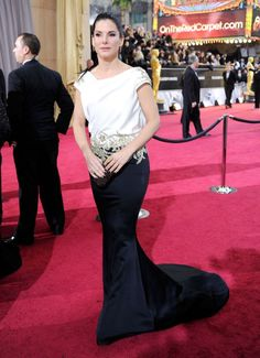 Sandra Bullock on the red carpet of the 2012 Academy Awards. Gorgeous.