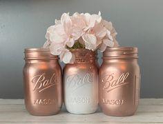 Spray Paint Mason Jars, Glitter Mason Jars, Mason Jar Flowers, Mason Jar Crafts, Mason Jar Diy, Glitter Bottles, Glitter Vases, Rose Gold Centerpiece, Wedding Centerpieces Mason Jars